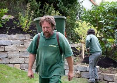 Spaß bei der Gartenarbeit der Landschaftsarchitekten