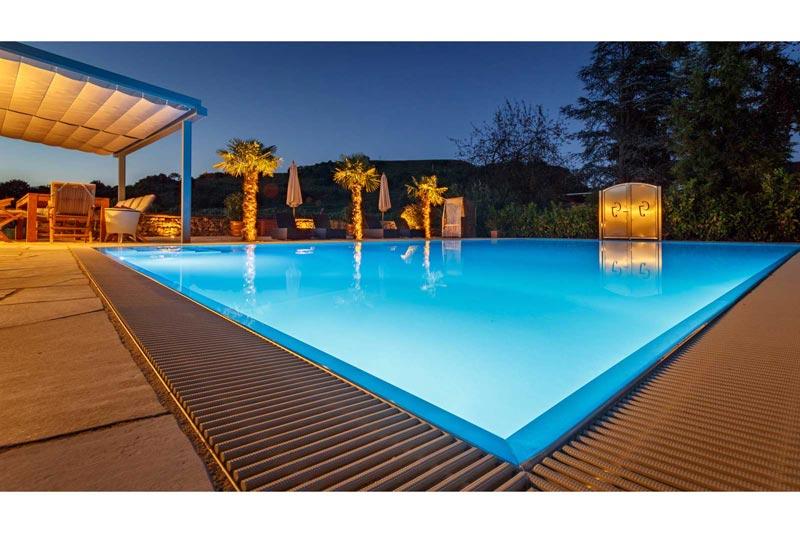 Beleuchteter Swimmingpool
