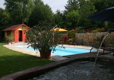 Entspannung und Wellness durch Wasser im Garten