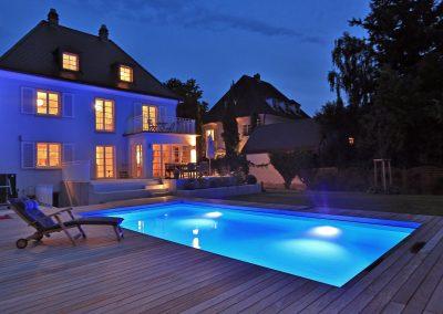 Gartenpool mit integrierter Beleuchtung