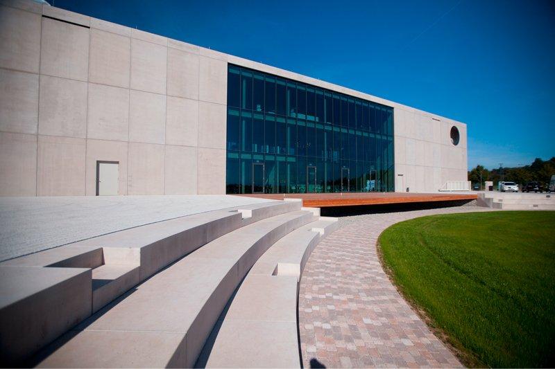 Gestaltung der Außenanlage eines Firmengebäudes
