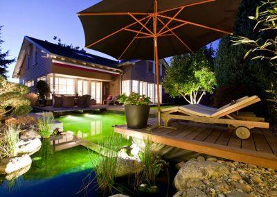 Moderner Schwimmteich für den Garten