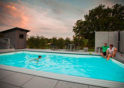 Großer Familienpool für optimalen Badespaß