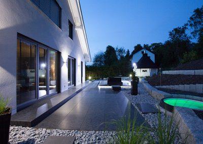 Garten aus Stein mit Whirlpool