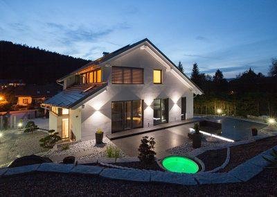 Steingarten mit Whirlpool