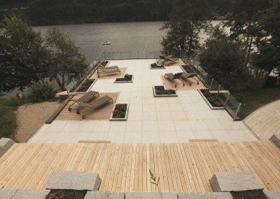 Terrasse mit Liegestühle