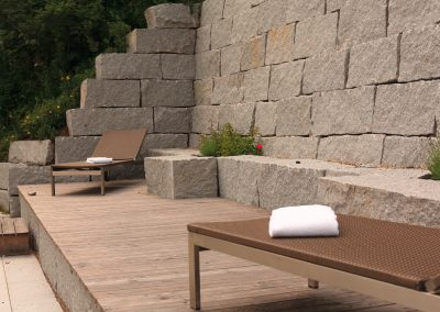 Sitzgelegenheiten aus Stein
