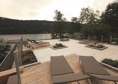 Terrasse mit Stein und Holz