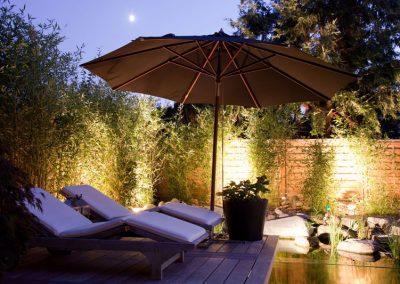 Beleuchtung von Pool und Garten