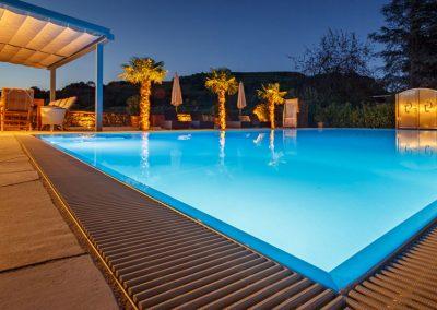 Poolbeleuchtung sorgt für entspannte Atmosphäre