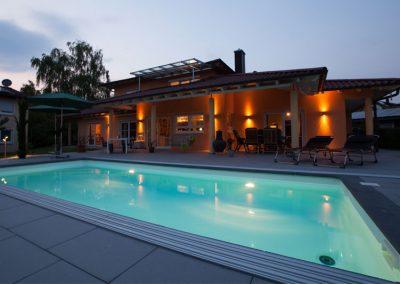 Beleuchtung von Pool und Terrasse