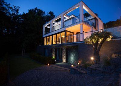 Beleuchtung von Auffahrt und Garten