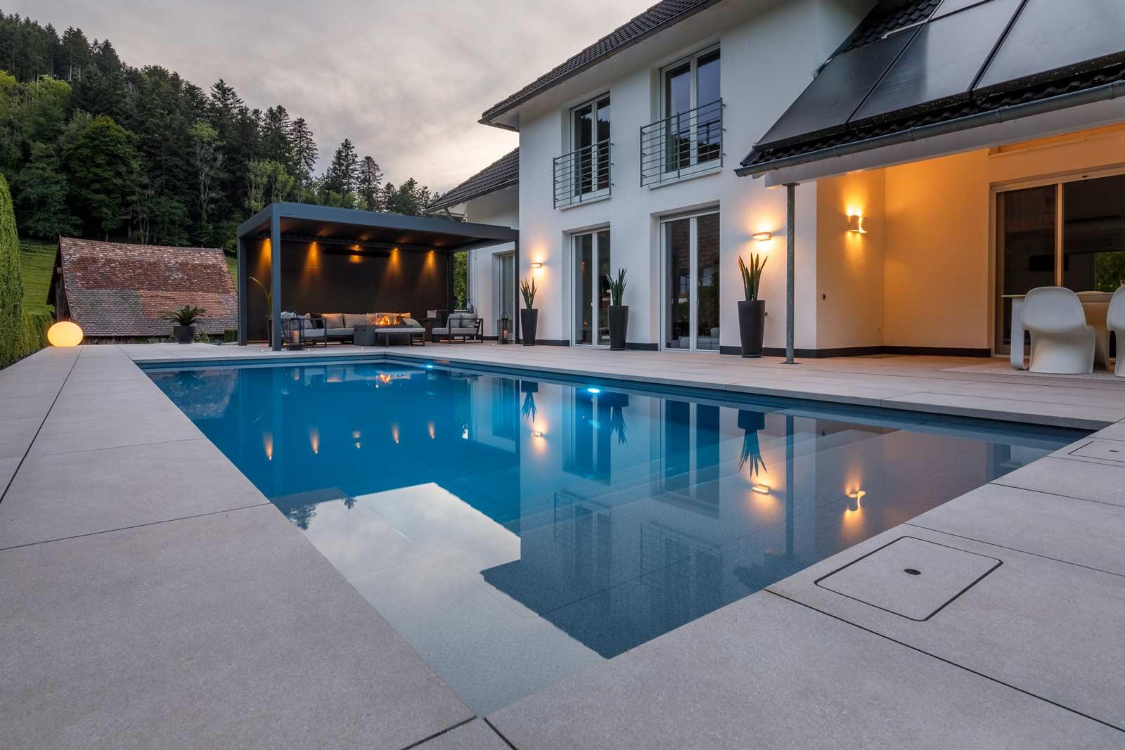 Moderne Terrassengestaltung Mit Pool