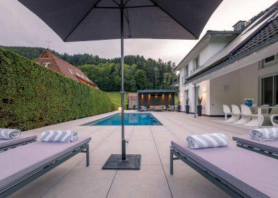 Stylischer Garten Mit Pool