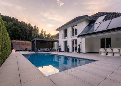 Garten mit Pool und Aussenwohnzimmer