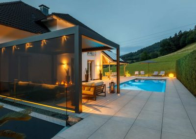 Gartenpool Mit Stylischer Lounge