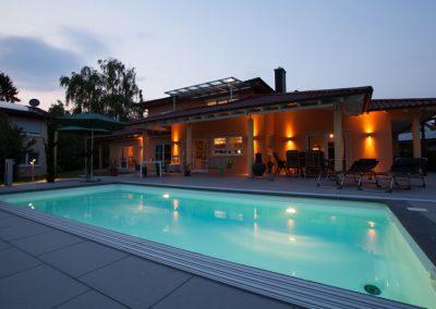 Swimmingpool Im Klassischen Design