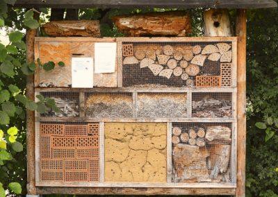 Insektenhotel für Nützliche im Garten