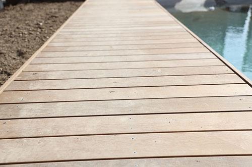 Bodenbelag-Aus-Holz-Garten